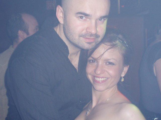 Oznamujeme celemu svetu jednu jednoduchu krasnu vetu  BUDEME SA BRAT 15.05.2010 - ja a moja laska Janko