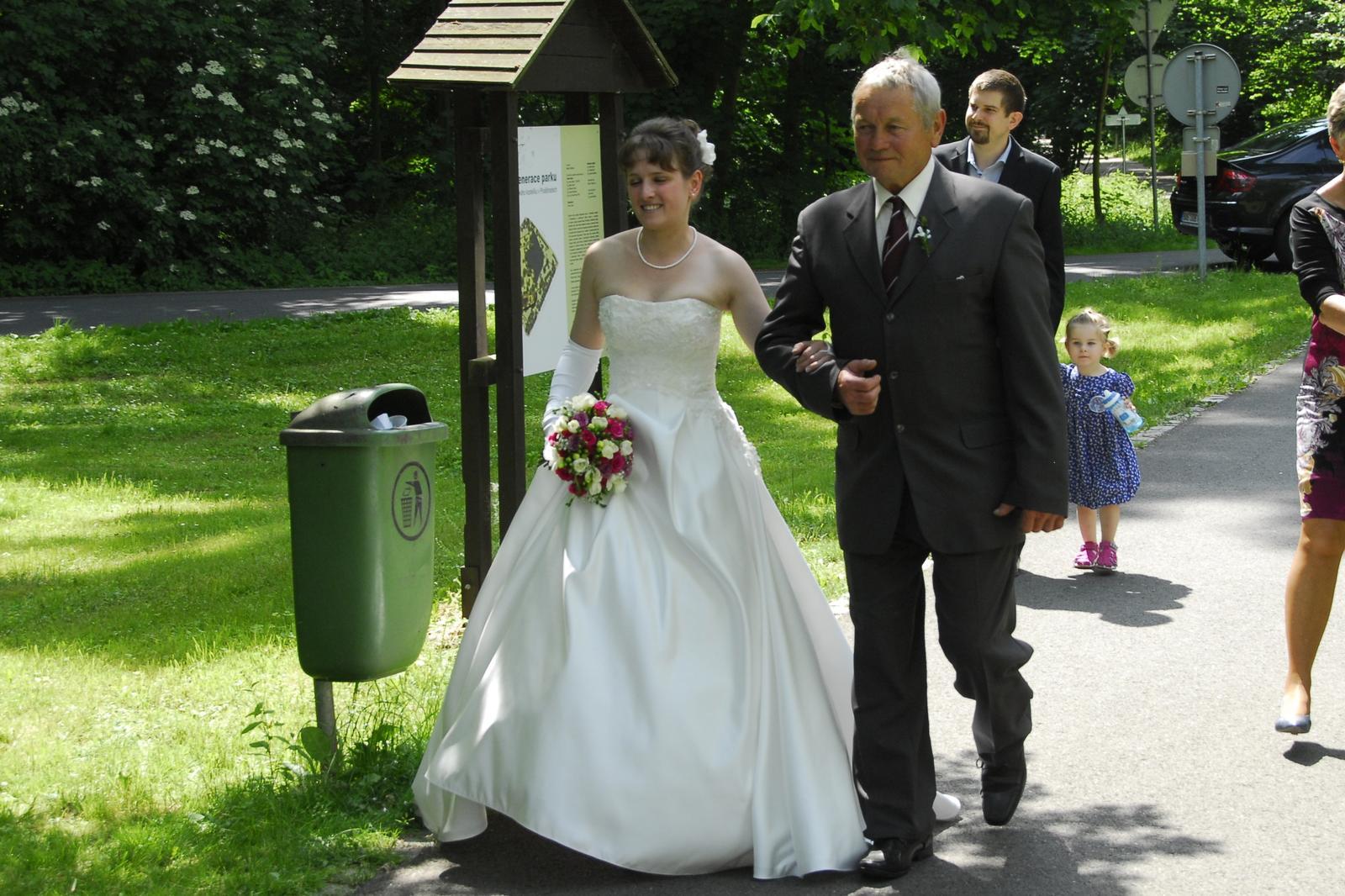 Bílé krémové svatební šaty, vel. 36 - Obrázek č. 2