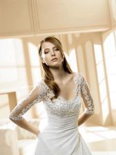 Šaty bych si představovala v takovém stylu:)