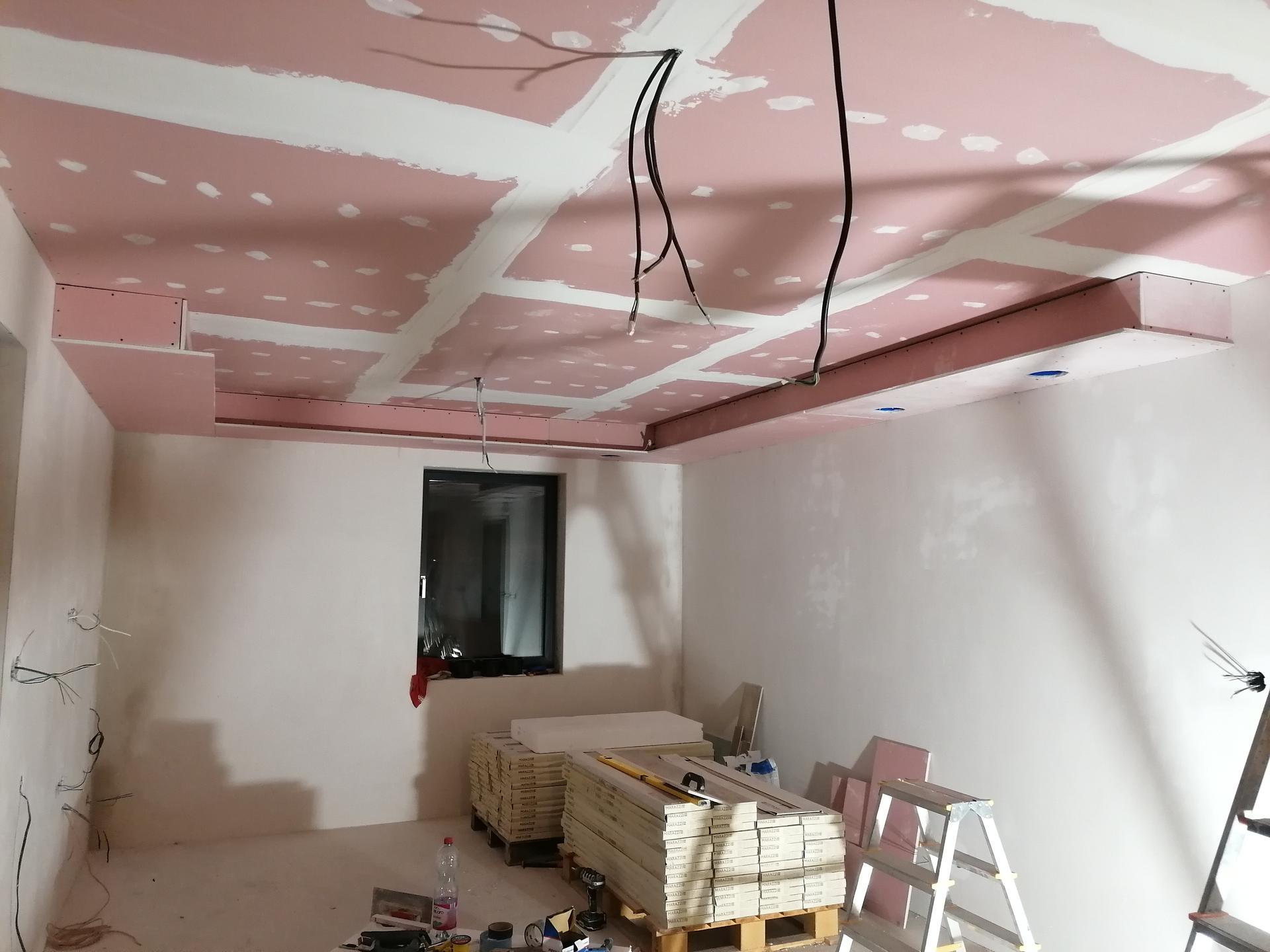 Pasiv Svépomocí 2021 - tunel v obývacím pokoji pro LED pásek a zabudované reproduktory