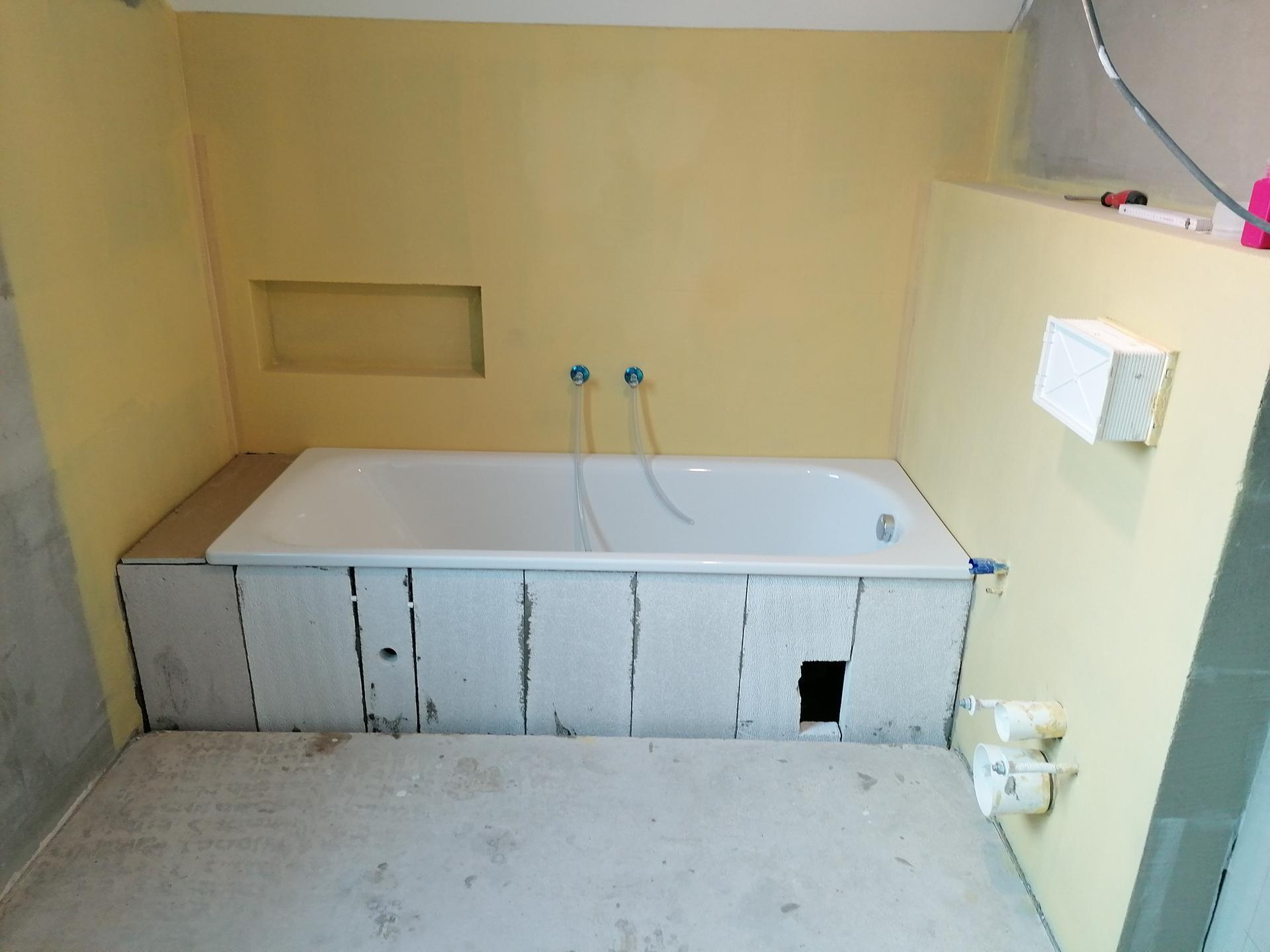 Pasiv Svépomocí 2021 - koupelna v podkroví - hydroizalce u vany
