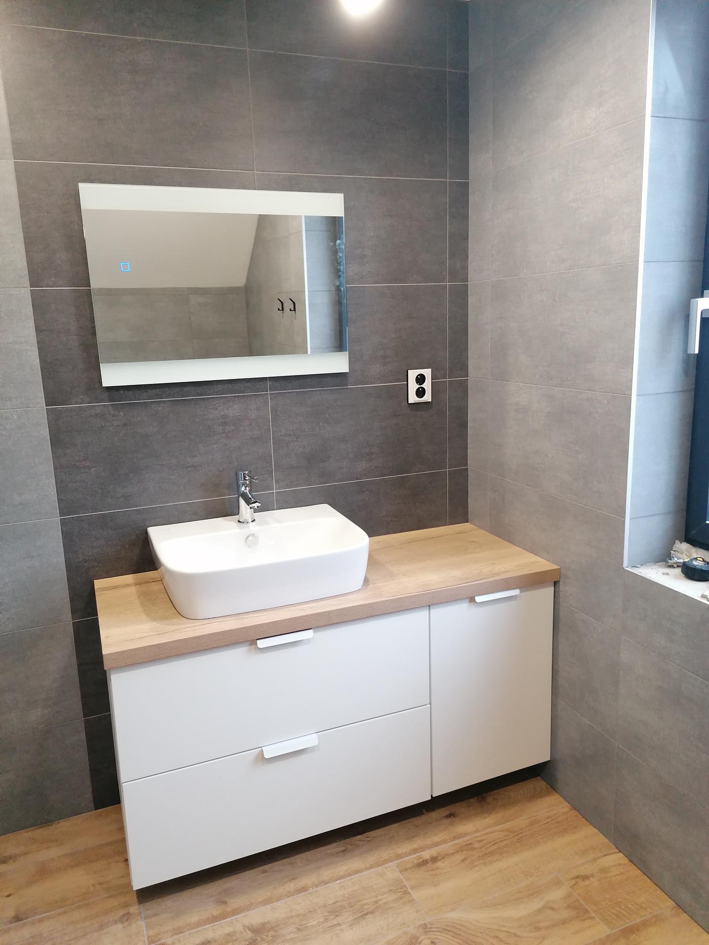 Pasiv Svépomocí 2021 - koupelna v podkroví - umyvadlová skříňka