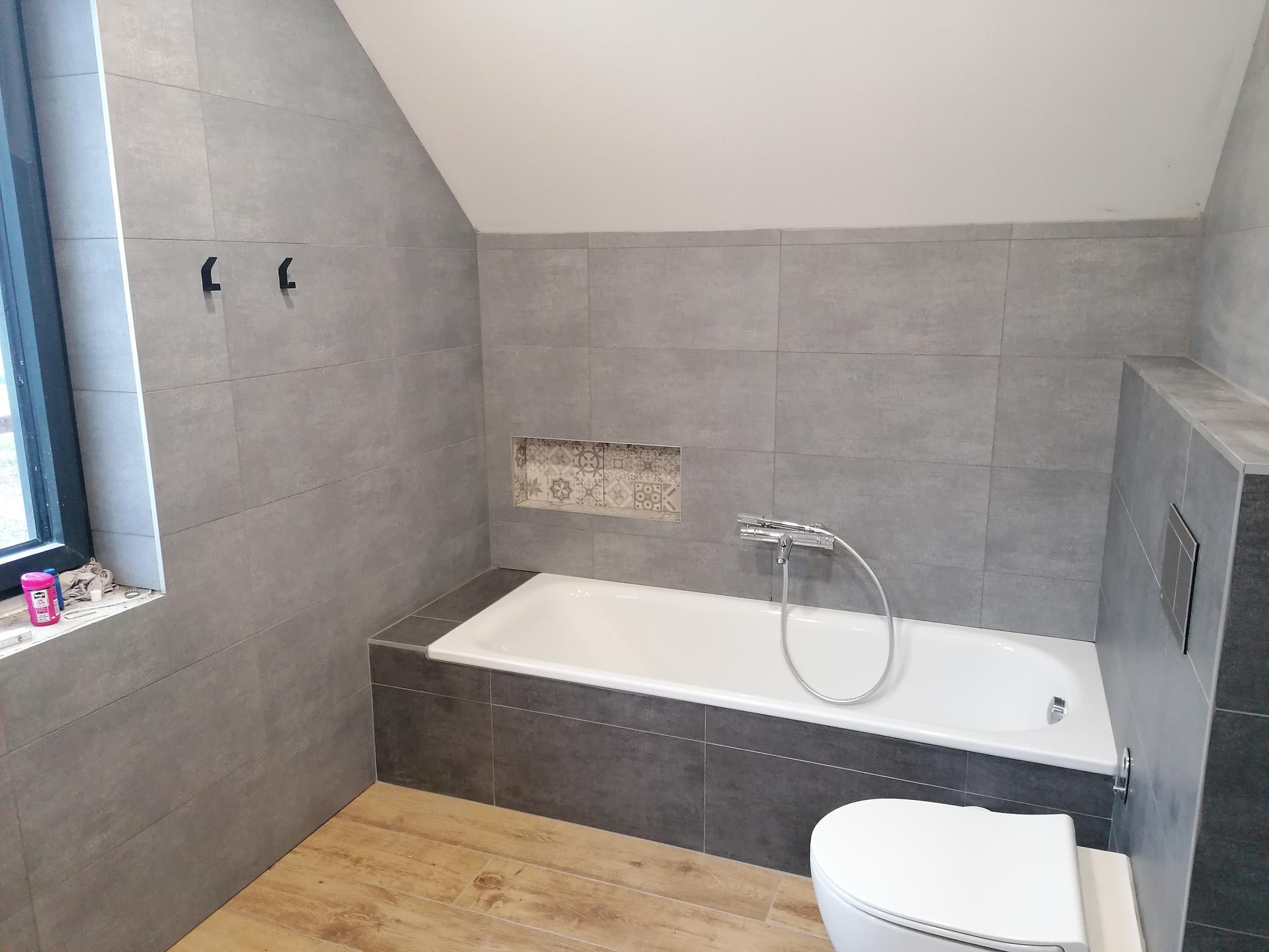 Pasiv Svépomocí 2021 - koupelna v podkroví - vana