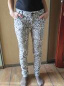 Vzorované čierno-biele nohavice, 36