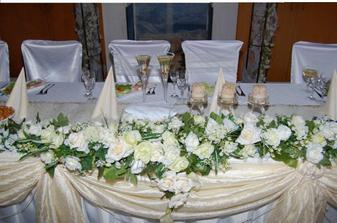 to je náš krásny stôl