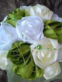 Saténová kytica na stôl zelená,