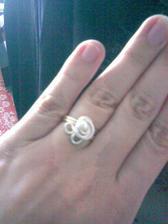 zásnubní prstýnek - vybrala jsem si ho sama a dostala ho na plném plzeňském náměstí na historickém víkendu 13.6.2009