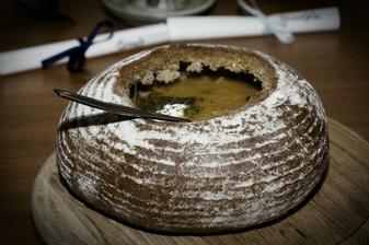 zelňačka v chlebu