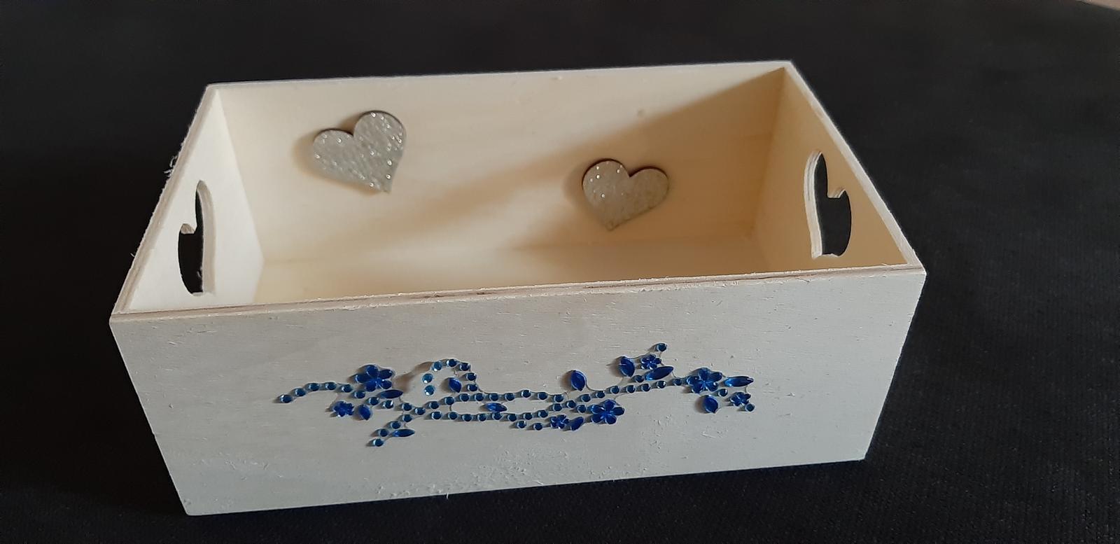 Ozdobná drevenná krabička (napríklad na pierka) - Obrázok č. 1