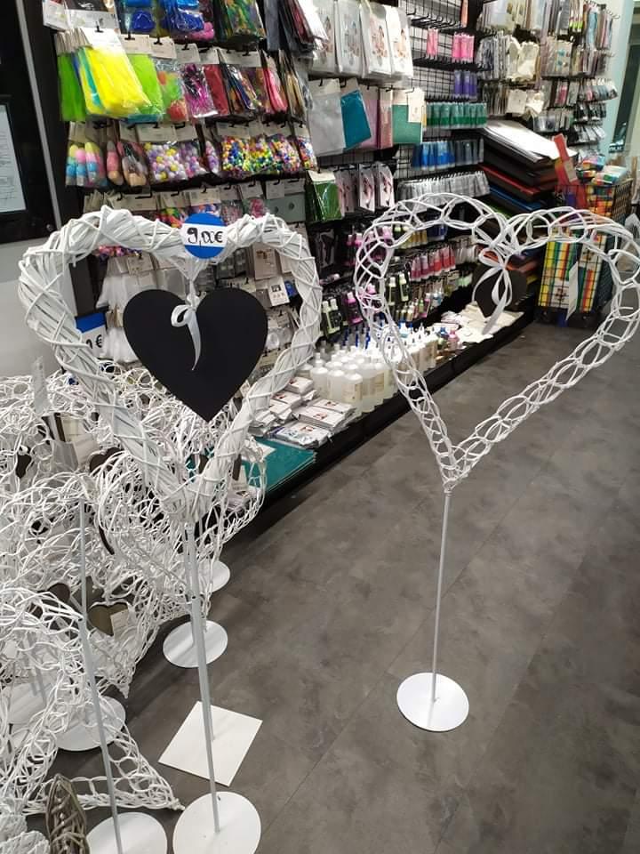 Inšpirácia na srdiečkový stojan na svadbu :) kúpený včera v Tedi za 9€. Na poslednej fotke je tiež podobný z Kik za podobnú cenu :) - Obrázok č. 1