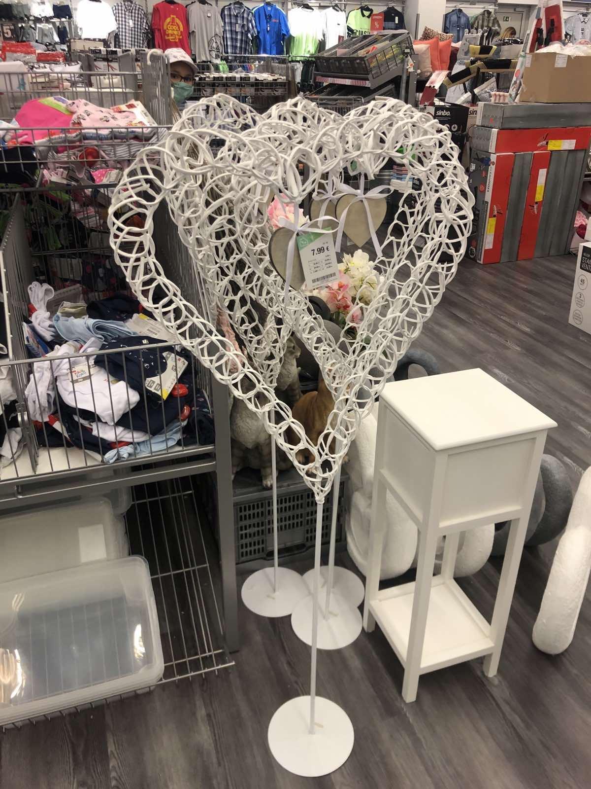Inšpirácia na srdiečkový stojan na svadbu :) kúpený včera v Tedi za 9€. Na poslednej fotke je tiež podobný z Kik za podobnú cenu :) - Obrázok č. 3