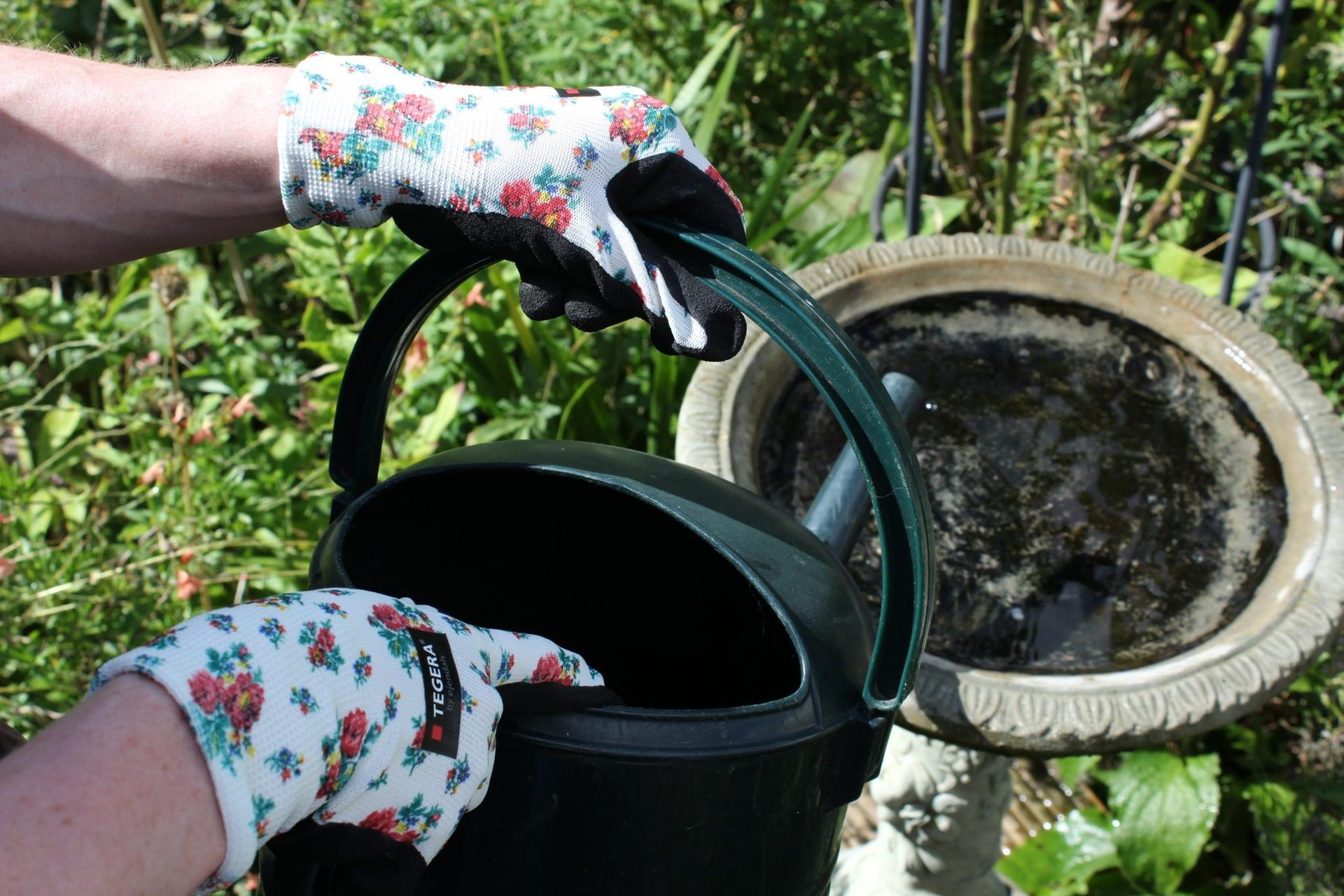 Jarné vzory na kolekcií TEGERA® Tällberg 🌹🌷  Pracovné rukavice s hravými kvetinovými vzormi pre všetky záhradníčky, pestovateľky a ďalšie ženy, ktoré sa neboja poriadnej práce. Aktuálnych 7 modelov nájdete na: www.tegera.sk/kategoria/kolekcia-tallberg - Obrázok č. 1