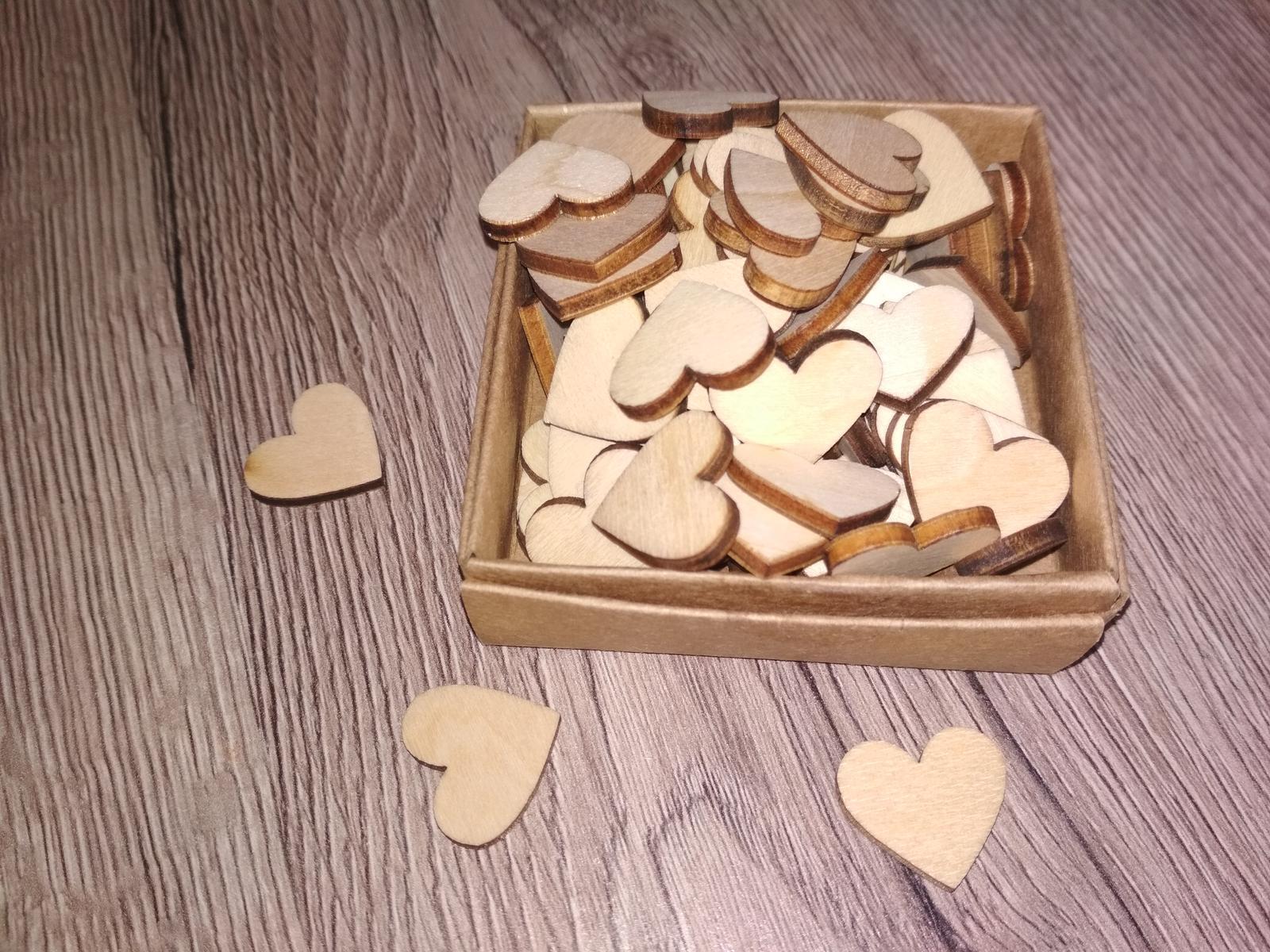 Svatební dekorace - dřevěná srdíčka - Obrázek č. 1