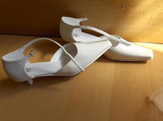 Naša svadba...29.8.2009 - moje topánočky