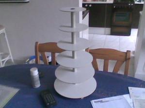 Už je vyroben stojan na dortík (dortíky:-)
