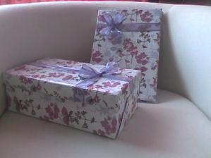 krabička na přání s knihou hostů...pěkná drbačka