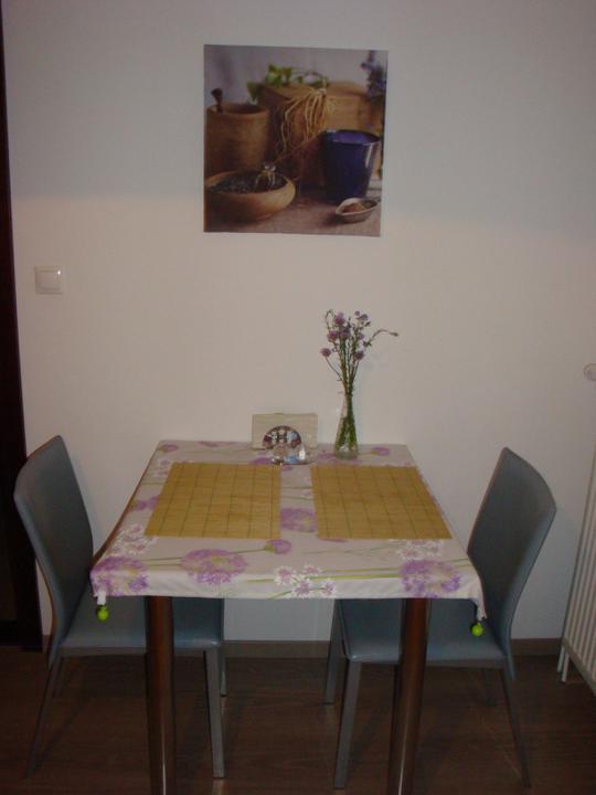 Zeleny domcek - Provizorny stolik v kuchyni