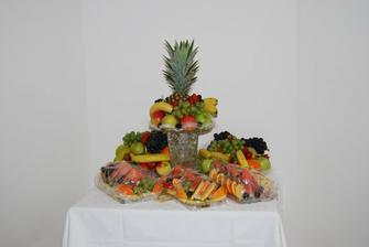 Nechyběl také ovocný stůl...