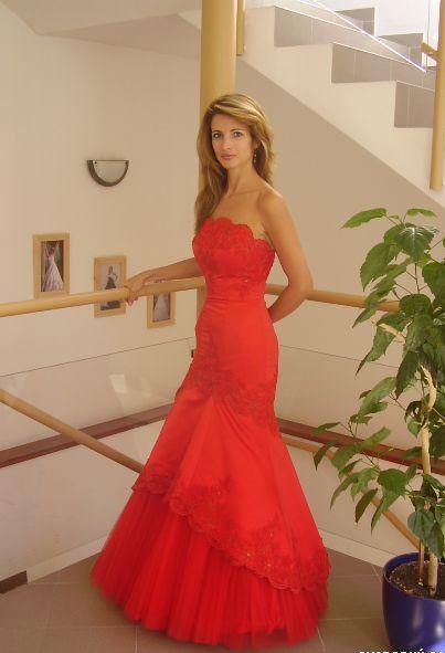 Príjemné svadobné starosti :-) - pekne saty..aj farba je krasna vyrazna