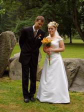 a tady už se fotíme v darkovském lázeňském parku jako novomanželata