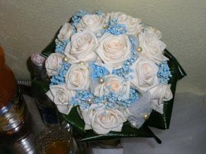 Takúto kytičku chcem len modré ruže a biele kvietky