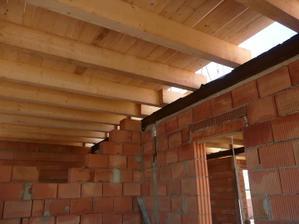 položeny stropy