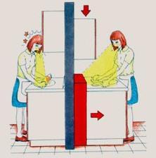 Horné skrinky by nemali zavadzať vo výhľade na pracovnú dosku. V tomto prípade to vyriešili prehĺbením dolných skriniek
