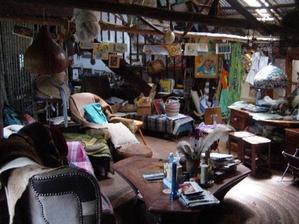 Vyhneme sa tým priestoru, ktorý by bol nábytkom preplnený, čo je možno pre niekoho dobre.
