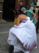... i nevěstě