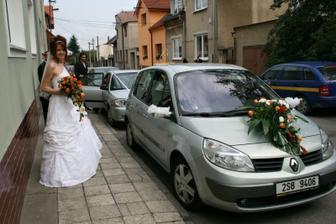 S autíčkem (mašle upadly už za rohem:-))
