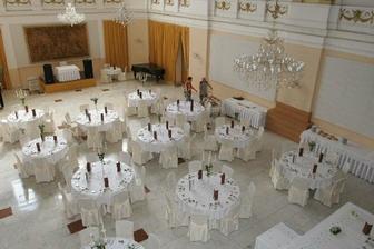 budeme mať také okrúhle stoly