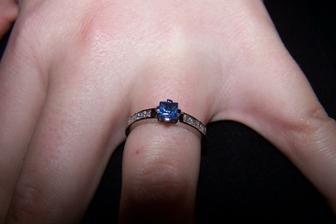 moj snubny prsten- zafir a 6 briliantov