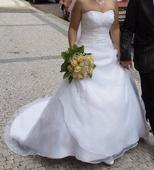 bílé svatební šaty s vlečkou, 36