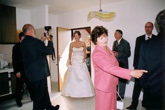 nevěsta přichází