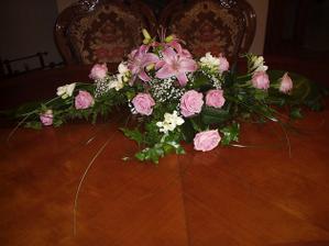 ikebana z hlavneho stola