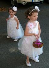 Naše holčičky družičky na tetiné svatbě