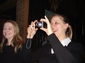 2. nevestička v akcii. Trénujeme fotenie na svadbu, keď nás bude fotiť rodina a priatelia z každej strany.