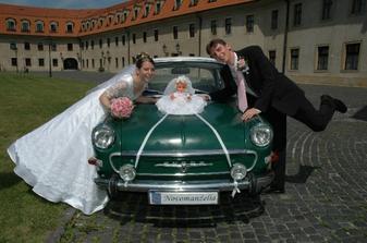 Naše krásne svadobné autíčko. Je to náš miláčik, tak nemohla chýbať pri našom významnom dni.