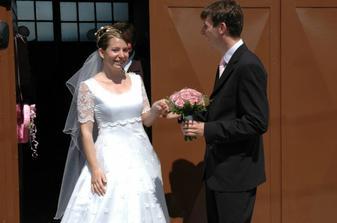 Aaaa, konečne vyšla tá správna za potlesku svadobčanov.