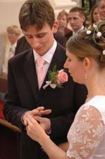 A na ženícha tiež nemôžeme zabudnúť. :-)