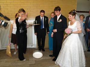 Akurát nám rozbíjajú tanier.