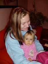 Druhá sestra Ilona (můj svědek) se svojí dcerkou Simonkou (družička)