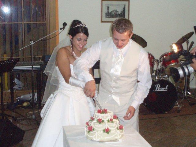 Michaela{{_AND_}}Marek - společné krájení našeho dortíku