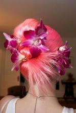 zaujímavé čo sa týka štýlu, možno inšpirujem žienky extravagantné, predstavte si aj inú farbu vlasov