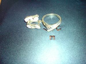 moj zasnubny prsten aj s nausnickami - fotene na obale od CD :))