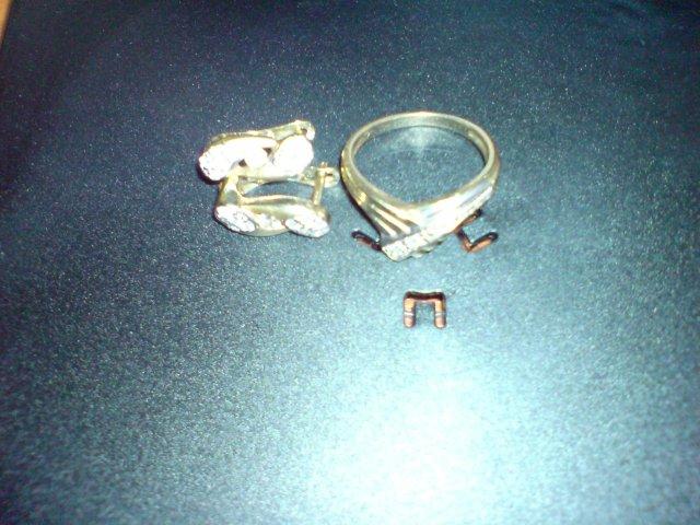Janka&Atko - moj zasnubny prsten aj s nausnickami - fotene na obale od CD :))