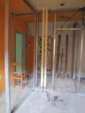 koupelna a předsíň+ chodba do kuchyně, v rohu bude sprcháč