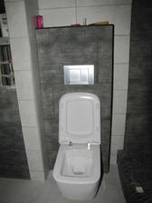 """závěsné wc už taky """"visí"""""""