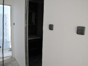 chodba-vchod do koupelny, ještě bez podlahy