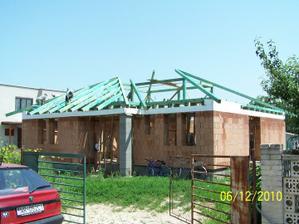 pred letom sme začali so strechou